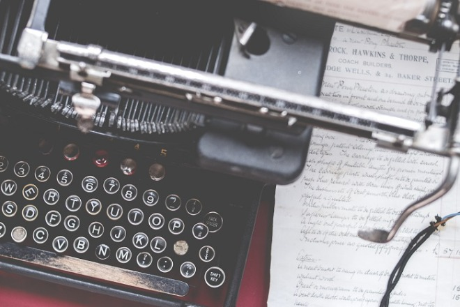2084080898_Il3SKVdC_closeup-shot-of-an-old-vintage-typewriter-on-a-red-desk-with-paper-on-the-side.jpg