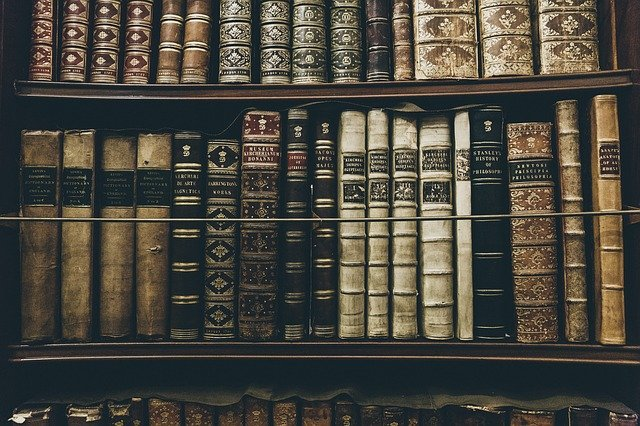 books-2606859_640.jpg