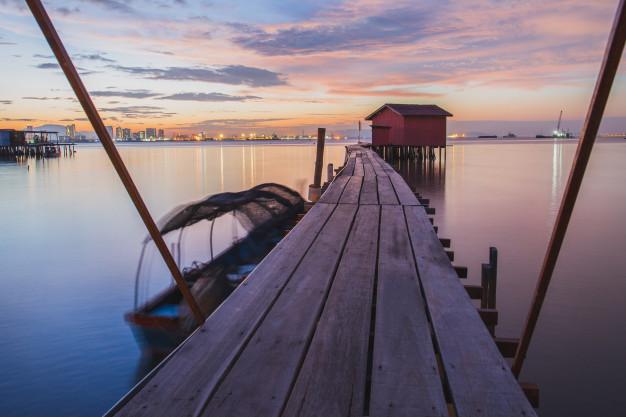 wooden-bridge-with-hut-at-sunrise-in-chew-jetty-georgetown-penang-island-malaysia_42667-1776.jpg
