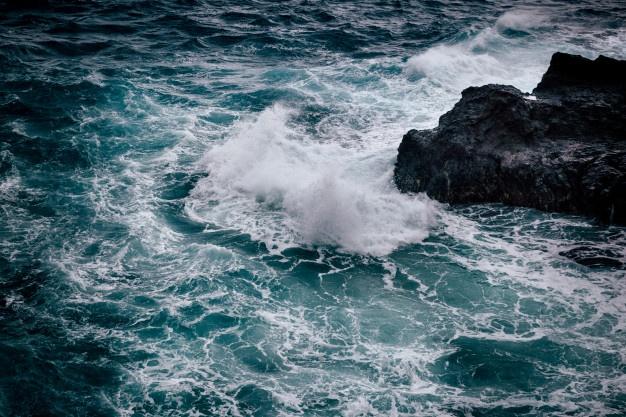 stormy-weather-with-big-waves-at-rocky-coastline-of-oahu-island-hawaii_160696-128.jpg