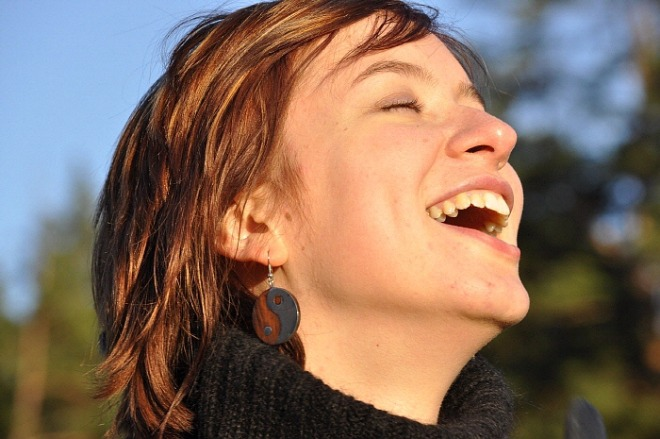 laughter-1532978_1920.jpg