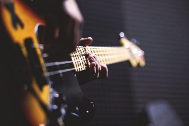 [크기변환]bass-guitar-1841186_1920.jpg
