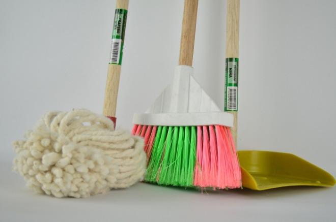 [크기변환]broom-1837434_1920.jpg