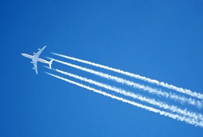 [크기변환]비행운 사진.jpeg