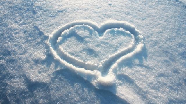 heart_shape_on_the_snow-HD.jpg