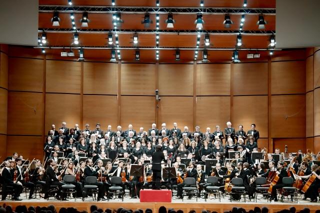 포맷변환_밀라노 오디토리움 무대에 선 주세페 베르디 밀라노 교향악단.jpg